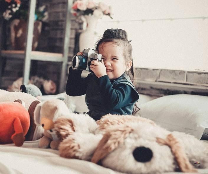 Image of adorable girl ih big bed