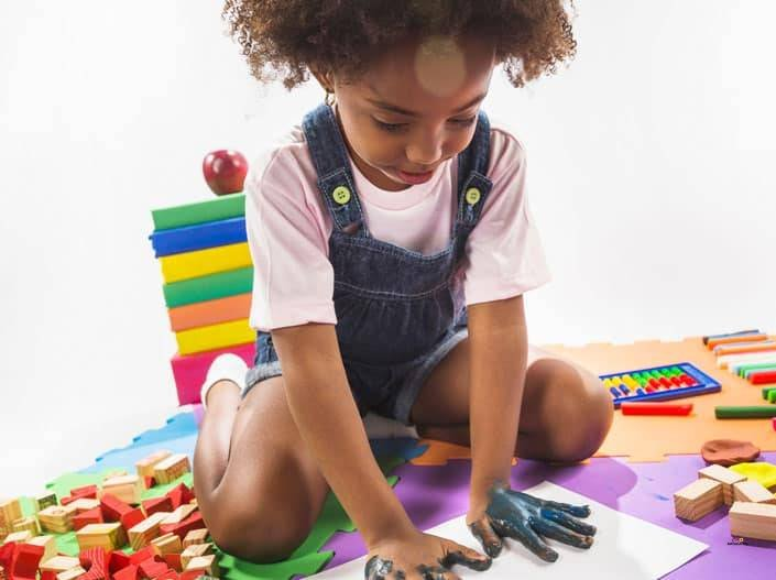 Featured Image of girl making handprint