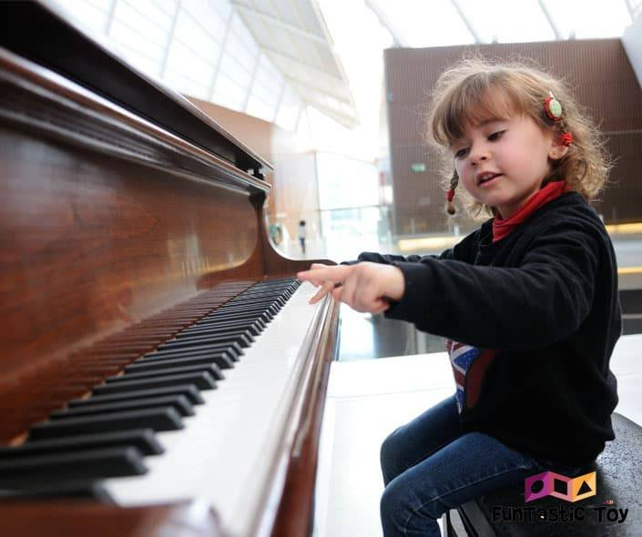 Featured image of cute girl playing piano