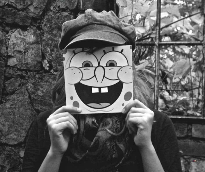 Featured image of girl with beret holding spongebob face